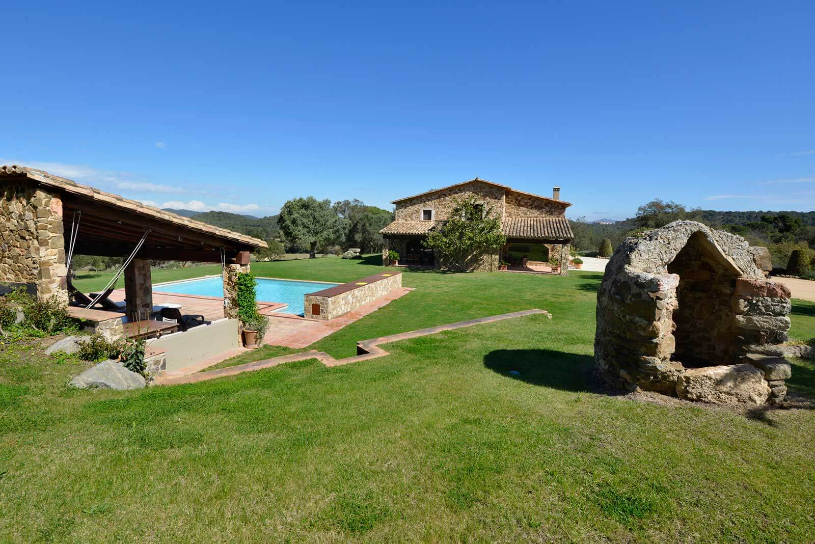 Mas Gall garden and pool